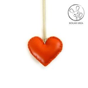Narancssárga szív nyaklánc, Ékszer, Medálos nyaklánc, Nyaklánc, Kézzel öltögetett textilbőr szív medál függ ezüst színű fém láncon.  A medál mérete kb. 5,5x4,5 cm, ..., Meska