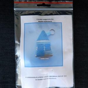 Csináld magad készlet - házikó kulcstartó - kék, DIY (leírások), DIY (Csináld magad), Egységcsomag, Egységcsomag, Egy darab, házikót formázó textil kulcstartó készíthető el ennek az egységcsomagnak a segítségével. ..., Meska
