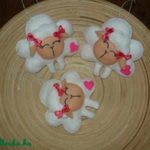 Húsvéti bárányok, Dekoráció, Otthon & lakás, Húsvéti díszek, Ünnepi dekoráció, Gyerek & játék, Varrás, Filc anyagból  helyes bárányokat készítettem húsvétra vagy csak úgy. (3db/csomag, 500 Ft/db)\nA posta..., Meska
