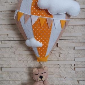 Babaszoba dekoráció - hőlégballonos maci (narancssárga), Otthon & Lakás, Falra akasztható dekor, Dekoráció, Mindenmás, Varrás, Meska