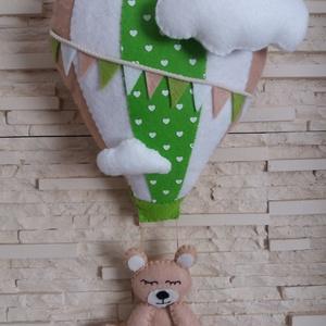 Babaszoba - hőlégballonos maci (fűzöld), Otthon & Lakás, Függődísz, Dekoráció, Elragadó dekoráció a baba birodalmába!  Harmonikus, modern színeivel a babaszoba dísze lehet ez a fi..., Meska