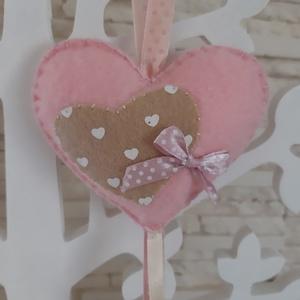 Filc szívecskés dekoráció - rózsaszín , Otthon & Lakás, Függődísz, Dekoráció, Szívecske, szeretettel :) Visszafogott, vidám dekoráció, melyet tehetünk ablakba, falra, függönyre, ..., Meska