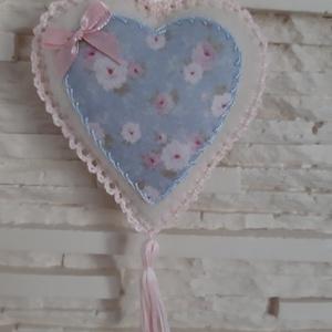 Szívecske filc dekoráció - pasztellkék, virágos, Otthon & Lakás, Falra akasztható dekor, Dekoráció, Mindenmás, Varrás, Meska
