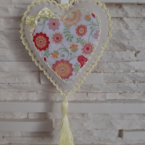 Szívecske filc dekoráció - sárga, virágos, Otthon & Lakás, Falra akasztható dekor, Dekoráció, Mindenmás, Varrás, Meska