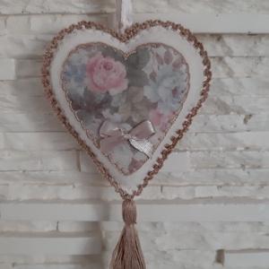 Szívecske filc dekoráció - antik rózsás, Otthon & Lakás, Falra akasztható dekor, Dekoráció, Varrás, Mindenmás, Meska