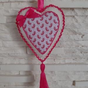 Szívecske filc dekoráció - pink, aprómintás, Otthon & Lakás, Falra akasztható dekor, Dekoráció, Mindenmás, Varrás, Meska
