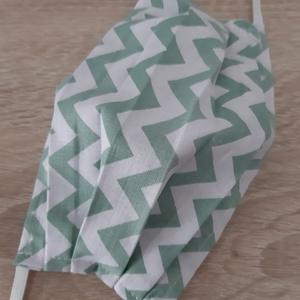 Női textil arcmaszk - fehér, zöld cikk-cakk mintával, Maszk, Arcmaszk, Női, Az ár 1 db maszkra vonatkozik!  Textil maszk hölgyeknek.  Könnyű, kényelmes, mosható, többször felha..., Meska