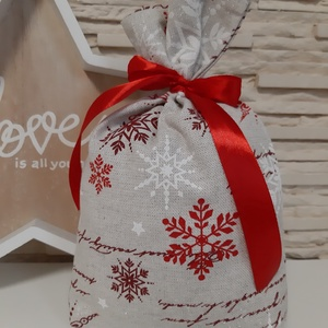Mikulás zsák - csillogós natúr alapon piros és bordó hópelyhek, Karácsony & Mikulás, Mikulás, Varrás, Hamarosan érkezik a Mikulás :)\n\nEgyszerű, egy rétegű mikulás zsák, színben harmonizáló szatén szalag..., Meska