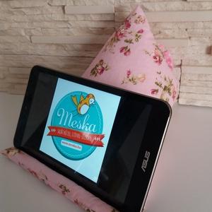 Tablet, telefon és kütyütartó párna - rózsaszín, romantikus virágokkal - Meska.hu