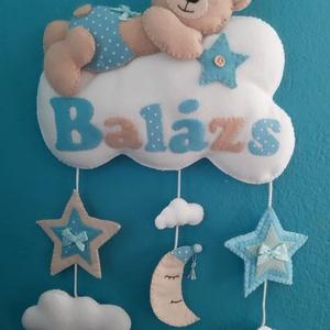 Babaszoba dekoráció - maci felhőn, név felirattal, egyedi elképzelések alapján, Otthon & Lakás, Dekoráció, Falra akasztható dekor, Mindenmás, Varrás, Meska