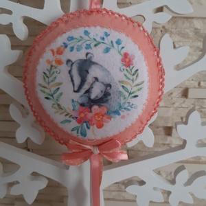 Puha filc dekoráció - borz mama kis borzival, barack színvilágban, Otthon & Lakás, Dekoráció, Falra akasztható dekor, Varrás, Mindenmás, Meska