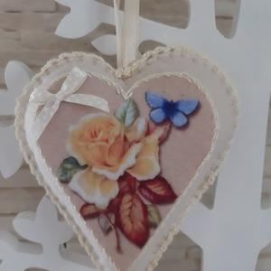Rózsás szívecske dekoráció filcből, sárga és bézs színvilagban, Otthon & Lakás, Dekoráció, Falra akasztható dekor, Mindenmás, Varrás, Meska