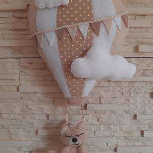 Babaszoba dekoráció - hőlégballonos maci (natúr), Otthon & Lakás, Dekoráció, Falra akasztható dekor, Mindenmás, Varrás, Meska