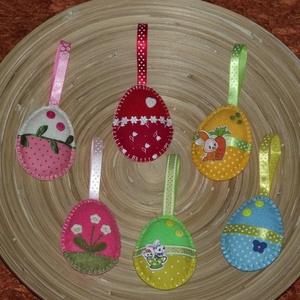 Vegyes tojások húsvéti barkadísz (011.), Otthon & lakás, Dekoráció, Ünnepi dekoráció, Húsvéti díszek, Varrás, A tojásokat filcből varrtam, szalagokkal és gombokkal díszítettem!\nBelsejét vatelinnel tömtem ki. \n\n..., Meska