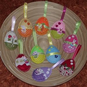 AKCIÓS!!!! Húsvéti barkadísz - Vegyes tojások (022.), Otthon & lakás, Dekoráció, Ünnepi dekoráció, Húsvéti díszek, Varrás, A csomag 10 darab tojást tartalmaz!\n3900 Ft helyett 2950 Ft\n\nA tojásokat filcből varrtam, szalagokka..., Meska