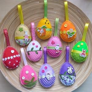 AKCIÓS!!!! Húsvéti barkadísz - Vegyes tojások (023.), Otthon & lakás, Dekoráció, Ünnepi dekoráció, Húsvéti díszek, Varrás, A csomag 10 darab tojást tartalmaz!\n3900 Ft helyett 2950 Ft\n\nA tojásokat filcből varrtam, szalagokka..., Meska