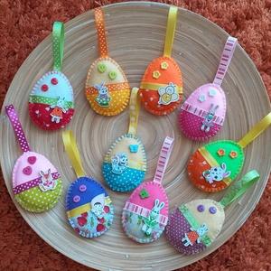 AKCIÓS!!!! Húsvéti barkadísz - Vegyes tojások (024.), Otthon & Lakás, Függődísz, Dekoráció, A csomag 10 darab tojást tartalmaz! 3900 Ft helyett 2950 Ft  A tojásokat filcből varrtam, szalagokka..., Meska