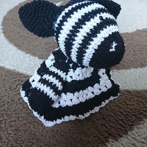 Zebra szundipajti , Gyerek & játék, Játék, Báb, Baba-mama kellék, Horgolás, Baba-és bábkészítés, Bababarát fonalból készült biztonsági szemmel.\nFekete és fehér fonalakból.\nMéretei: 33*33 cm..., Meska