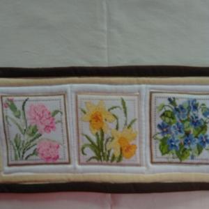 Hímzett virágok falikép1., Otthon & Lakás, Dekoráció, Kép & Falikép, Hímzés, Varrás, A 12 hónap gyönyörű virágai vannak keresztszemes hímzéssel megörökítve. Ez a január-február-március ..., Meska