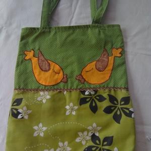Zöld madaras táska, Shopper, textiltáska, szatyor, Bevásárlás & Shopper táska, Táska & Tok, Varrás, Mintás és zöld pöttyös textilből készült táska díszítő csíkkal, két applikált madárral díszítve.\nBél..., Meska