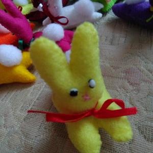 Mini nyulacskák, Gyerek & játék, Játék, Plüssállat, rongyjáték, Játékfigura, Baba játék, Varrás, Különböző színű filcből varrott 8 cm-es mini nyuszikák ajándéknak,óvodába, bölcsődébe, sok gyermekne..., Meska