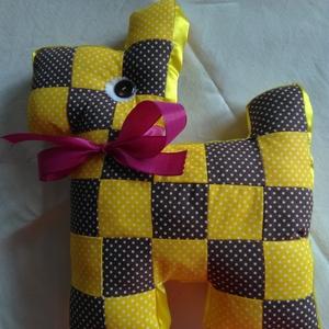Kockás kutyus, Játék & Gyerek, Kutya, Plüssállat & Játékfigura, Textil négyzetekből varrt kutyus, ami játék és párna is egyben.Különböző színekből készítem,puha töm..., Meska