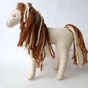 Karamell és csikója - waldorf ló és csikó gyapjúfilcból (BoheMina) - Meska.hu