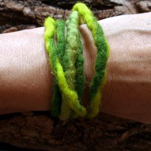 Lime nemez lánc - nemezelt karkötő, nyaklánc, bokalánc, hajdísz..., Ékszer, Bokalánc, lábgyűrű, Nyaklánc, Karkötő, Nemezelés, Puha gyapjúból nemezeltem ezt a láncot. Az élénk, telt zöldek keveredése frissítő, természetes hatás..., Meska