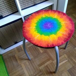 Szivárvány ülőlap - nemez ülőlap, párna, szőnyeg, játszószőnyeg, Otthon & lakás, Lakberendezés, Dekoráció, Gyerek & játék, Gyerekszoba, Lakástextil, Párna, Nemezelés, Szivárványos ülőlap készült! \nA gyapjú ÜLŐPÁRNA kellemesen meleg és puha. Használható padon, széken,..., Meska