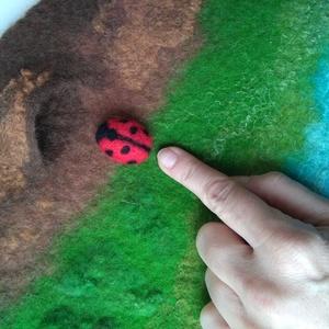 Játszószőnyeg katicával - nemez játszószőnyeg, ülőlap, párna, szőnyeg (BoheMina) - Meska.hu