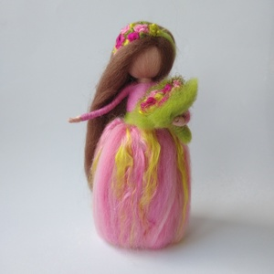Tavasz váró tündér - gyapjúból nemezelt tündér, dekoráció, selyemmel, Otthon & Lakás, Dekoráció, Asztaldísz, Baba-és bábkészítés, Nemezelés, Ez a tavasztündérke finom, rózsaszín és zöld ruhájában, selyem szálakból készült virágaival vidámság..., Meska