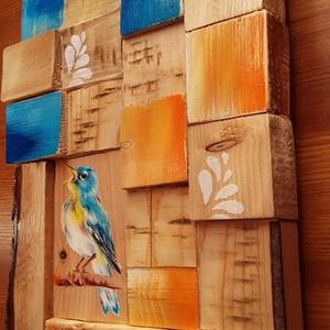 Színes fakockák között erdei madárka - akrilfestékkel díszített válogatás fából, Otthon & lakás, Dekoráció, Kép, Festett tárgyak, Festészet, 22x33 cm-es, 18 darab fakockából összeválogatott fali dísz, súlya 1 kg.\nEgy 7,5x12 cm-es fadarabra a..., Meska