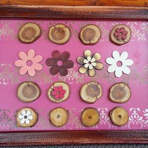 Játék a fakorongokkal - virágos pink összeállítás fakorongokból, felújított képkeretben, Kép & Falikép, Dekoráció, Otthon & Lakás, Festett tárgyak, Farostlemezre készített válogatás meggy- és barackfa ágának korongjaiból. \nA háttér színének a pinke..., Meska