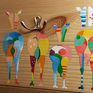 Színes zebrapopók - vidám fogas natúr fenyőből, Fogas, Bútor, Otthon & Lakás, Festett tárgyak, Famegmunkálás, Natúr fenyőfára festett zebrák sora - hátulnézetből. Színeiben vidám, élénk megjelenés egy natúr fen..., Meska