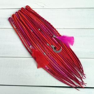 India stílusú gyapjú raszta szett tollakkal, 10 duplaszálas műraszta  (bohofreelucy) - Meska.hu