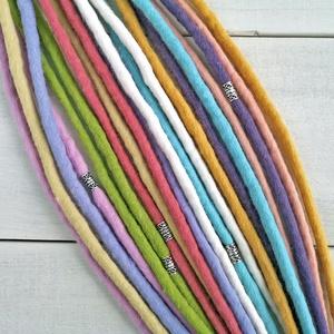 Pasztell bohém szett 10 duplaszálas gyapjú raszta ezüst gyöngyökkel (bohofreelucy) - Meska.hu