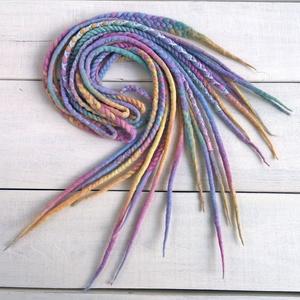 Gyapjú raszta szett ötös fonással / pasztell szivárvány színű műraszta / 10 duplaszálas szett / fonott raszta (bohofreelucy) - Meska.hu