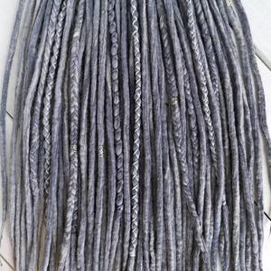 Füst szürke raszta szett, Ezüst színű felfonható 30 duplaszálas műraszta (bohofreelucy) - Meska.hu