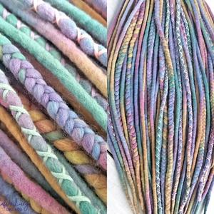 Gyapjú raszta szett / pasztell szivárvány színű kétvégű műraszta / teljes duplaszálas szett / fonott raszta, Táska, Divat & Szépség, Ruha, divat, Hajbavaló, Nemezelés, Merinó gyapjúból nemezelés technikával készítettem ezt a gyapjú raszta szettet.\nPasztell színekben á..., Meska