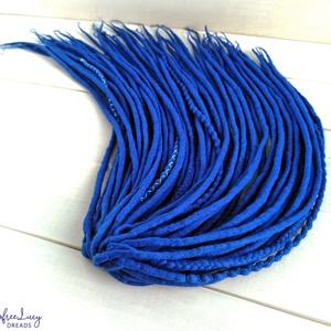 Kék gyapjú raszta szett, Királykék színű felfonható duplaszálas műraszta teljes szett, Táska, Divat & Szépség, Ruha, divat, Hajbavaló, Királykék extra finom merinó gyapjúból nemezelés technikával készítettem ezt a szettet.  Díszítése: ..., Meska