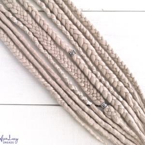 Viking raszta szett, Felfonható 5 duplaszálas műraszta / Szőke gyapjú raszta szett, Táska, Divat & Szépség, Ruha, divat, Hajbavaló, Nemezelés, Szőke színű merinó gyapjúból nemezelés technikával készítettem ezt a szettet.\n\nDíszítése:\n> fonallal..., Meska