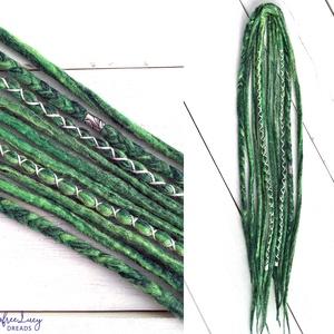 Zöld raszta szett, Erdő mező felfonható 5 duplaszálas műraszta, Táska, Divat & Szépség, Ruha, divat, Hajbavaló, Nemezelés, Zöld multikolor, hosszan színátmenetes merinó gyapjúból nemezelés technikával készítettem ezt a szet..., Meska