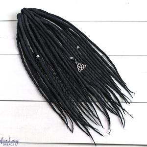 Fekete gyapjú raszta szett, Viking, kelta, gót felfonható duplaszálas műraszta szett, Táska, Divat & Szépség, Ruha, divat, Hajbavaló, Fekete színben pompázó extra finom merinó gyapjúból nemezelés technikával készítettem ezt a kelta, v..., Meska