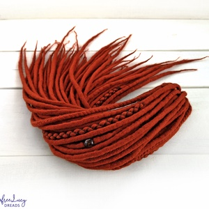 Rozsda vörös gyapjú raszta szett, Narancs színű felfonható duplaszálas műraszta teljes szett, Táska, Divat & Szépség, Ruha, divat, Hajbavaló, Nemezelés, Rozsda vörös extra finom merinó gyapjúból nemezelés technikával készítettem ezt a szettet.\n\nDíszítés..., Meska