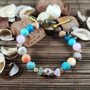 Káma indiai karkötője - Indiai stílusú bohém ásvány karkötő, Ékszer, Karkötő, Gyöngyös karkötő, Saját márkás Boho Spirit Egzotikus, bohém stílusú karkötő ásványokból. Az ékszer gumis damilra van f..., Meska