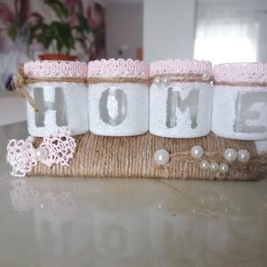 """Pink White Home - kedves \""""home\"""" dekoráció , Otthon & lakás, Dekoráció, Dísz, Lakberendezés, Asztaldísz, Újrahasznosított alapanyagból készült termékek, Mindenmás, Pink és fehér színben pompázó, kis üvegekből készült kedves \""""HOME\"""" dekoráció fa-alapon. \""""Madzag-tech..., Meska"""