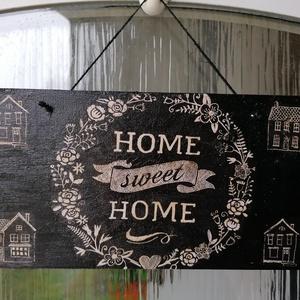 """HOME ajtódísz , Otthon & Lakás, Dekoráció, Ajtódísz & Kopogtató, Decoupage, transzfer és szalvétatechnika, fából készült fekete \""""Home Sweet Home\"""" asztaldísz\n21x12cm , Meska"""