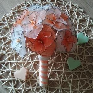 """""""Barackvirág"""" esküvői csokor rózsából, Esküvő, Menyasszonyi- és dobócsokor, Menyasszonyi- és dobócsokor, A csokrot 14 db fehér, narancssárga, és melírozott rózsából állítottam össze. A virágok nejlonharisn..., Meska"""