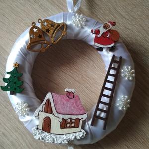 Apró karácsonyi ajtódísz - karácsony, tél, ajtódísz, kopogtató , Otthon & Lakás, Karácsony & Mikulás, Karácsonyi kopogtató, Mindenmás, A képeken látható karácsonyi motívumokkal díszített ajtókoszorú remekül díszíti otthonunkat a téli h..., Meska