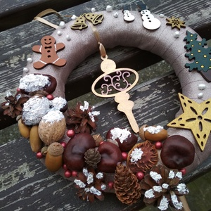 Ajtókoszorú karácsonyfa dísszel - karácsony, tél, ajtódísz, kopogtató, pezsgőszín, Otthon & Lakás, Karácsony & Mikulás, Karácsonyi kopogtató, Mindenmás, A képeken látható termésekkel és karácsonyi motívumokkal díszített ajtókoszorú remekül díszíti ottho..., Meska